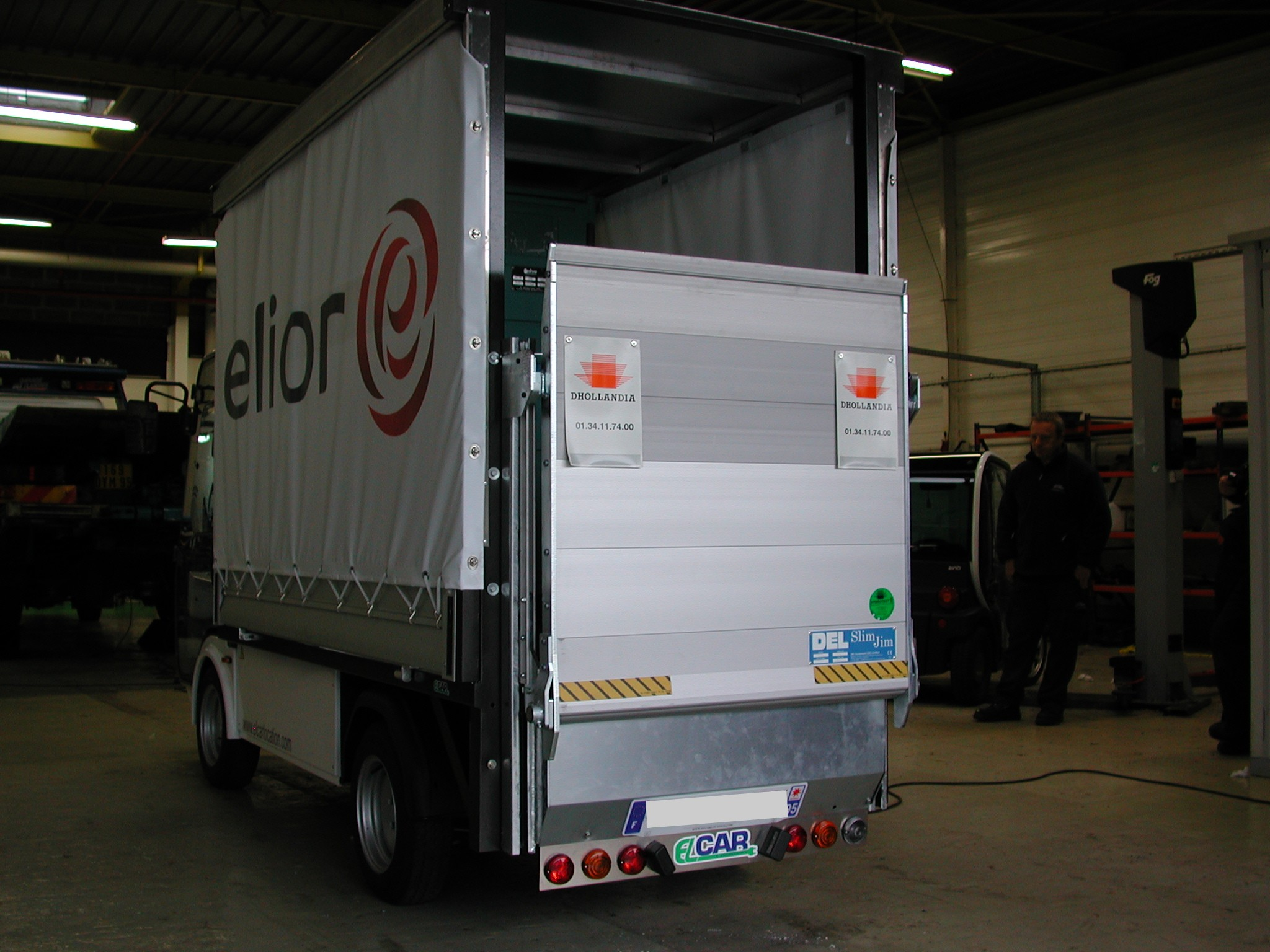 358 - Esagono Energia - Pick-up with rack & canvas and electric platform
